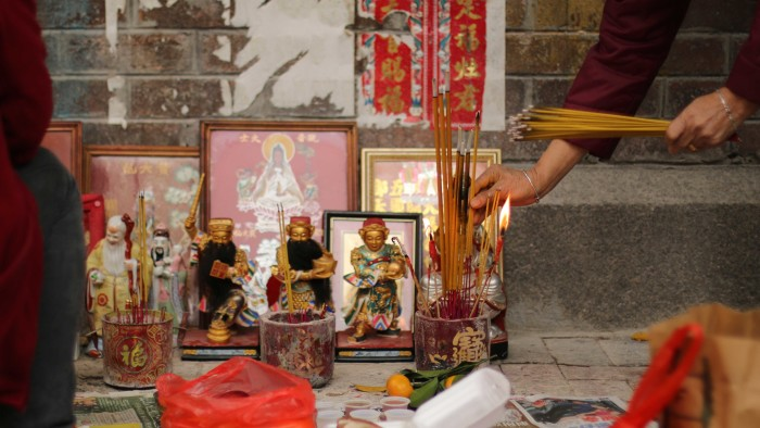 Hong Kong Street Altar - Aya Okawa